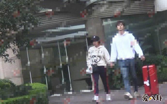 阚清子和谢彬彬在一起了吗 阚清子和谢彬彬两人同框牵手照片曝光