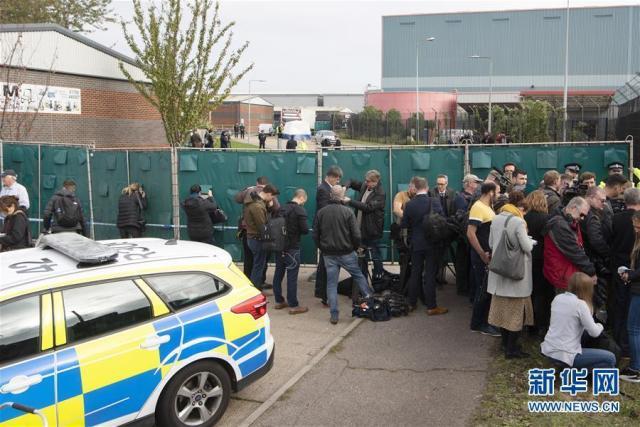 """英国再现集装箱藏人案最新进展:""""死亡车厢""""内11人均来自非洲是偷渡者还是难民?"""