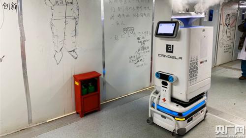 雷神山机器人上岗 减轻医护人员工作负担