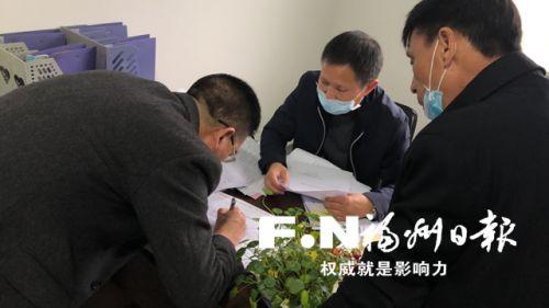 罗源白塔乡长基村党支部书记吴自荣父女两地抗疫