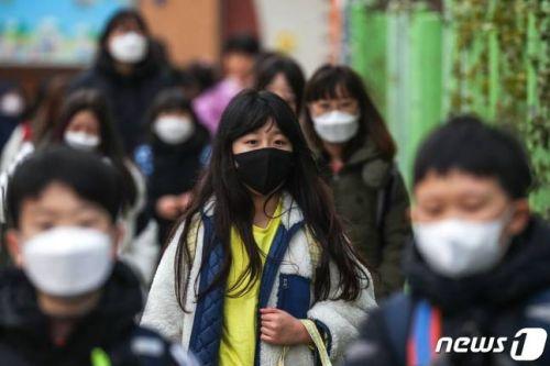 韩国学校推迟至4月6日开学 已有300多名学生确诊