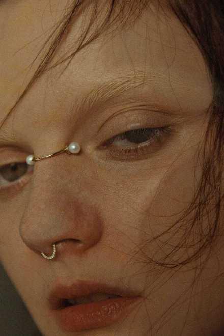 鼻梁夹配饰是什么?鼻梁夹配饰高清组图曝光网友评论太搞笑了