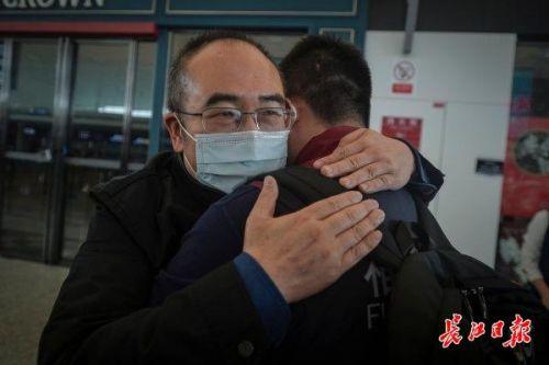 金银潭医院院长送别援鄂医疗队 详细经过现场图令人泪目