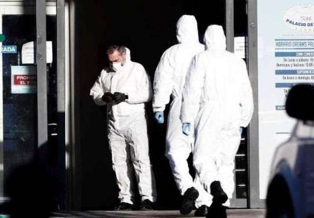 死亡人数不断增加 西班牙一溜冰场被改停尸房