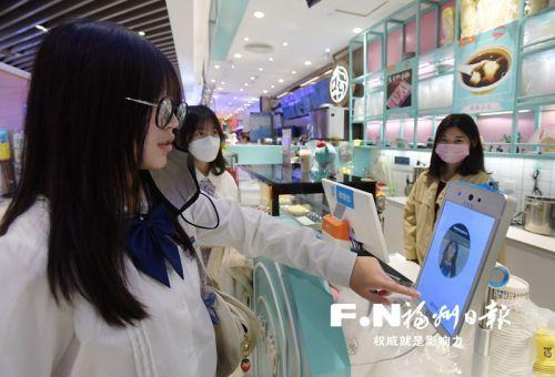 在东街口智慧商圈,全场景刷脸支付已经实现。记者 叶义斌 摄