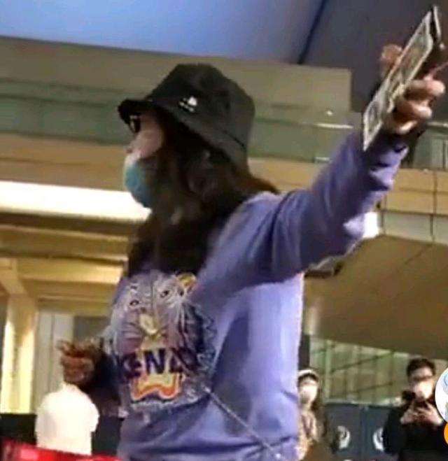 央视评回国女子大闹机场最新消息 泰国回国女子是谁资料大闹机场事件始末(4)