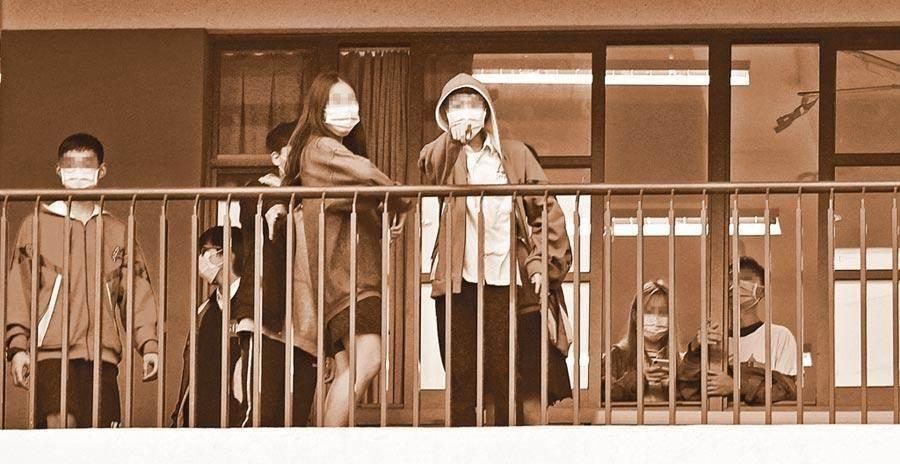 台湾北部停课高中遭歧视 学生曝不敢穿校服