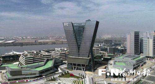 建設中的濱海新城中國VR中心總部大廈。記者 葉義斌 攝