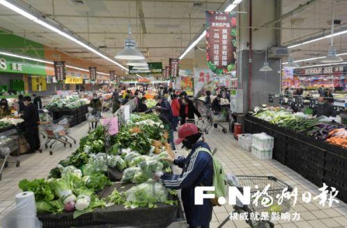 福州各大超市蔬菜供应充足。记者 叶义斌 摄