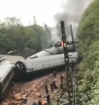 T179次列车湖南境内脱轨最新消息 T179次列车脱轨现场图原因是什么