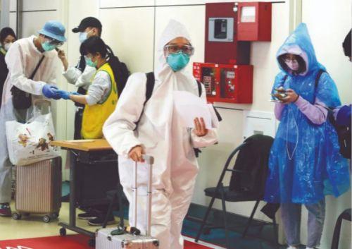台湾4成新病例都因出境确诊 网友怒批:脑袋装什么?