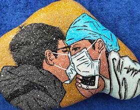 福建農林大學學子以石頭作畫 致敬抗疫英雄
