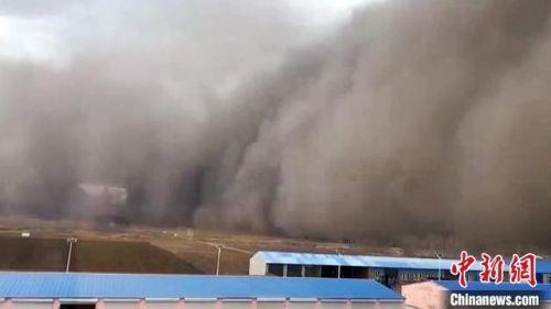 吉林沙尘暴天空瞬间变黑现场图曝光 吉林为什么会出现沙尘暴