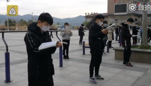 毛坦厂高三考生广场戴口罩晨读现场图 他们为什么这么做原因揭秘
