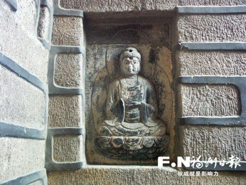乌塔浮雕佛像。(市文物局供图)