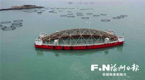 """""""振渔1号""""海水鱼养殖平台。记者 叶义斌 摄"""