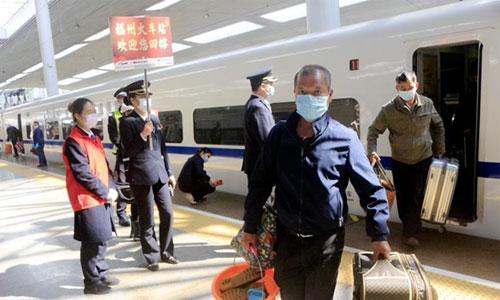 武汉解封后首趟来榕旅客列车抵达福州