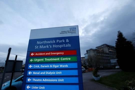 英国3名曾头戴垃圾袋工作护士确诊,虽是意料之中,但祝她们早日康复