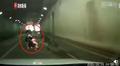 女子推婴儿车隧道内逆行现场图 具体详情曝光网友吓得一身冷汗
