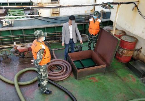 福州海警局深夜出击 查扣涉案油油125吨