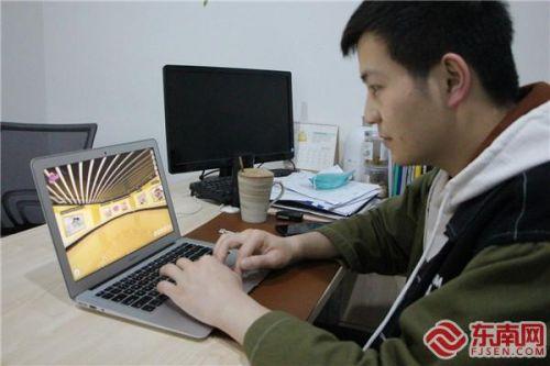 沈浩正着手为广交会参展企业搭建线上展示平台。 东南网记者 卢金福 摄