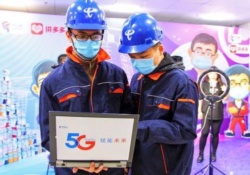 技术人员在电商直播间动态监测5G流量