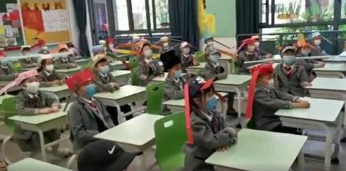 杭州小學生戴一米帽上課 要求帽子不能碰到他人