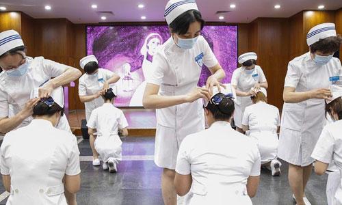 """北京:新入職護士""""授帽""""紀念南丁格爾"""