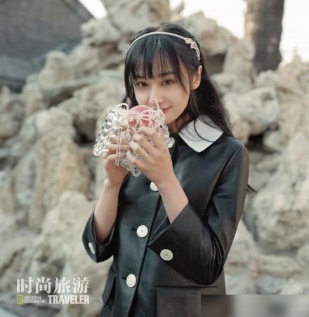 郑爽时尚旅游五月刊封面曝光什么样的 造型明媚可人笑得超甜超治愈