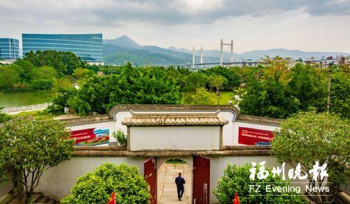 周围现代化的高楼桥梁衬托出林浦村的静谧与厚重。