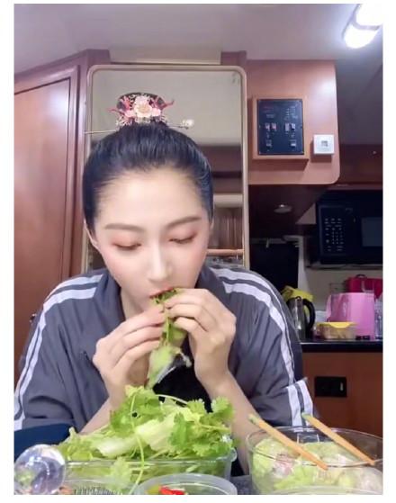 关晓彤同款生菜卷香菜怎么回事 关晓彤同款生菜卷香菜为什么火了