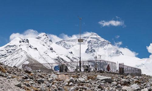 西藏气象部门为珠峰高程测量提供气象保障