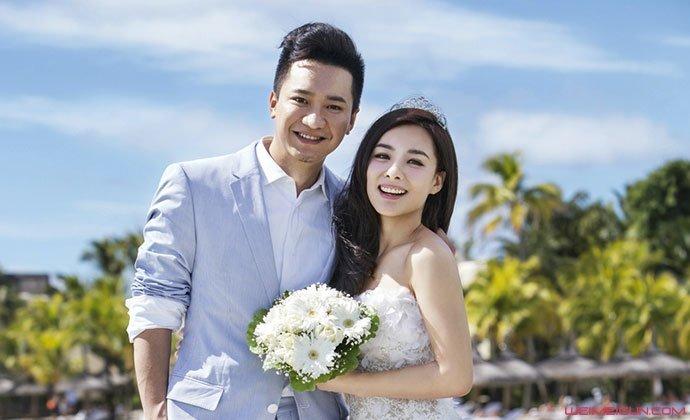 刘璇现身医院产检 老公王弢贴心陪伴刘璇二胎几个月了