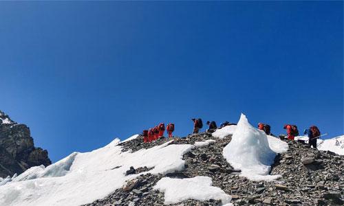 2020珠峰高程測量登山隊抵達海拔6500米的前進營地