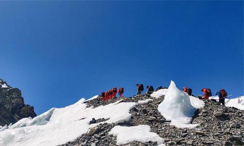 2020珠峰☆高程�y量登山�抵�_海拔6500米的前�M�I⌒地