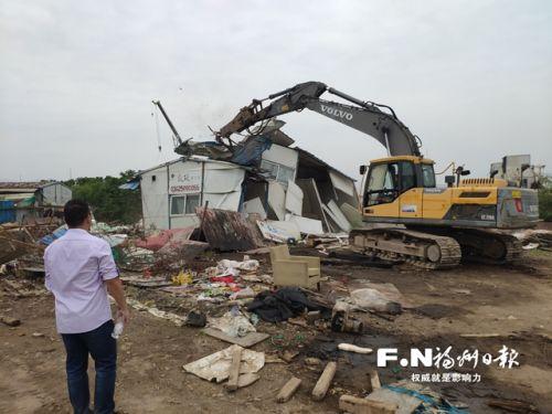 福州仓山盖山镇拆除乌龙江边约5000平方米隐患建筑