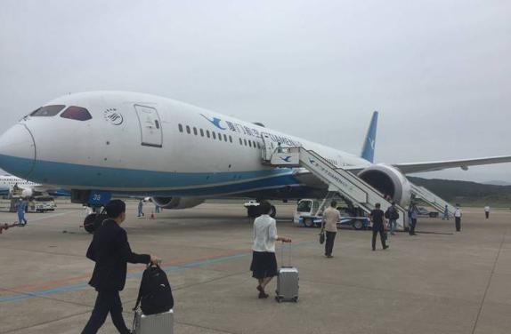 出席全国两会的福建省代表委员启程赴京