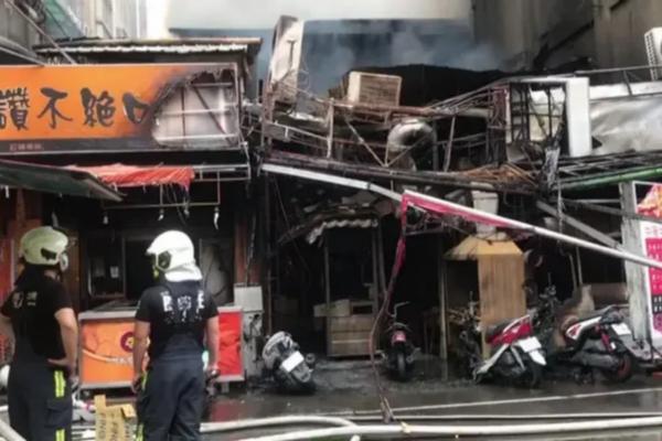 台中夜市传遭纵火 火势波及民宅致3人送医