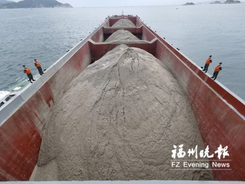 非法運輸海砂 連江洋嶼附近海域萬噸級貨船被扣