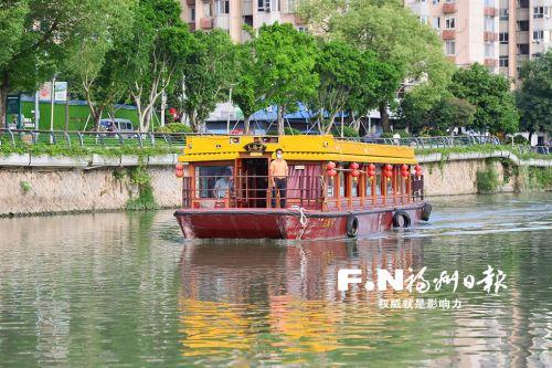 晋安河游船项目开航一周年,受到广大市民的喜爱。记者 邹家骅 摄