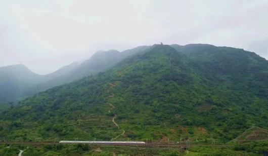 连江透堡镇炉峰山2300多米登山栈道正式建成