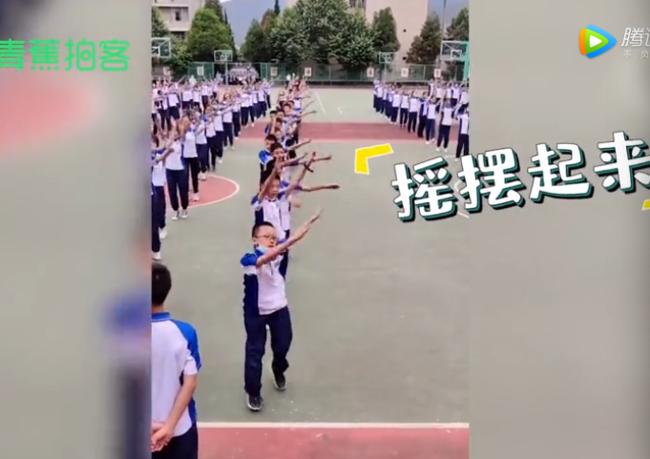 初中男孩放飛式跳課間操,網友:又是被學校耽誤的亞洲舞王