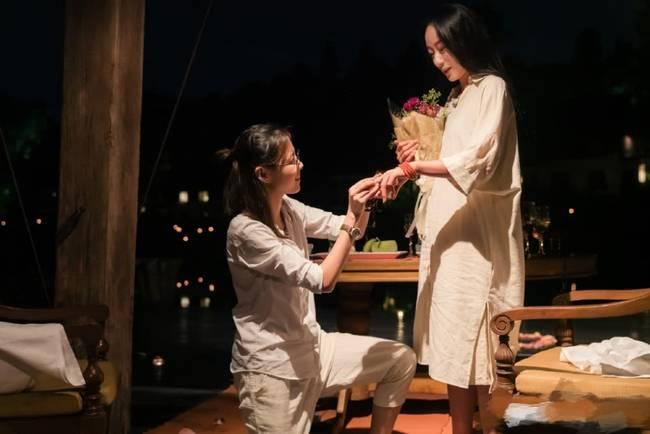 杨丽萍徒弟水月婚礼 婚礼现场和同性爱人甜蜜亲吻