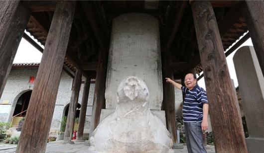 欲观北京皇帝殿 先看青圃灵济碑
