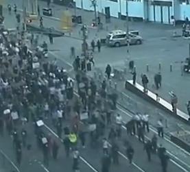 示威抗議席卷全美 人群擁擠現場混亂