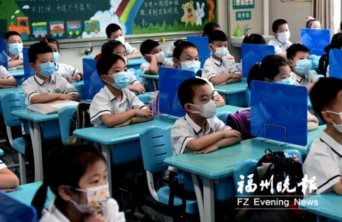 """福州小学一二年级学生复课 """"萌宝""""返校欢乐多多"""