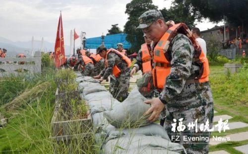 福州仓山举行应急演练确保汛期安全 各式装备上阵