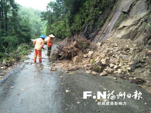 闽清多举措应对连续降雨 守牢防洪堤 抢通灾毁公路