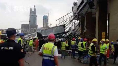 武汉工地塔吊坍毁最新消息2人受伤 武汉工地塔吊坍毁现场图曝光