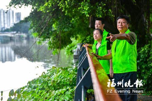"""福州首位""""民间河长""""黄鸿铿:老兵退伍不褪色 风雨无阻护内河"""